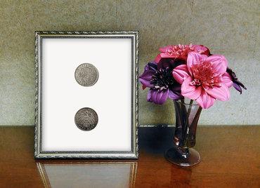 monety oprawione w ramkę