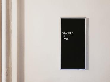 plakat oprawiony w cienką ramkę