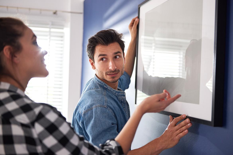 wieszanie ramki na ścianie