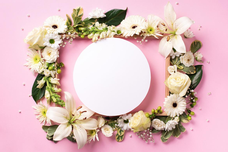 ramka na zdjęcia ozdobiona kwiatkami