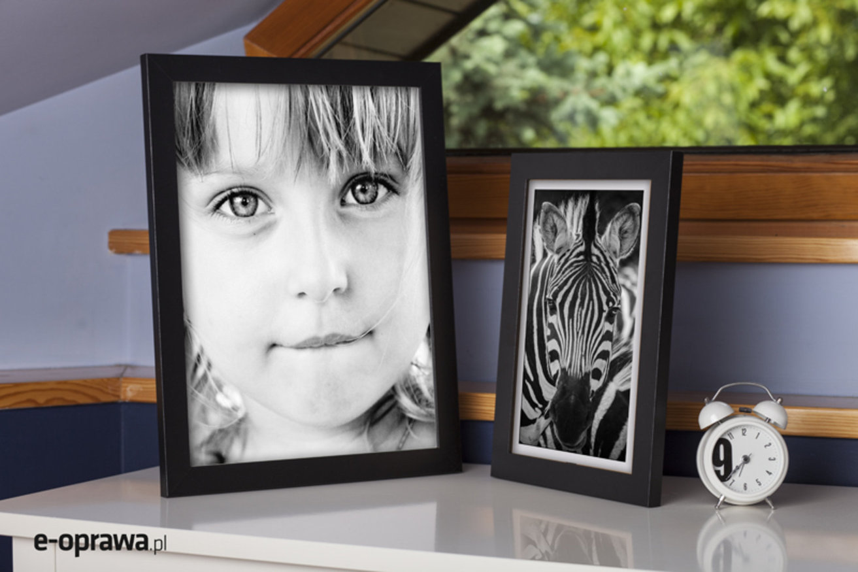 czarna ramka do oprawy monochromatycznych fotografii