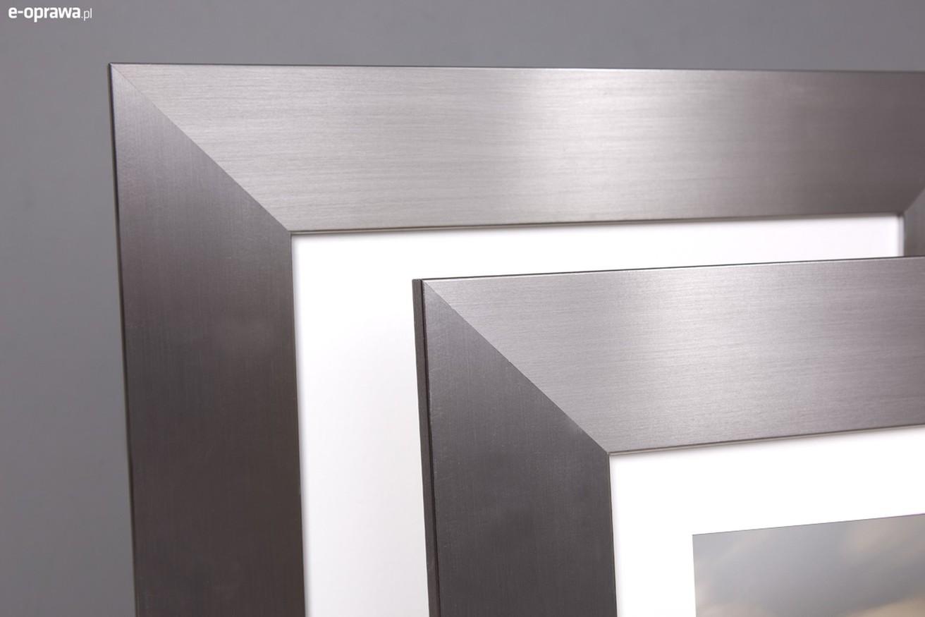 srebrna nowoczesna rama z satynowym wykonczeniem