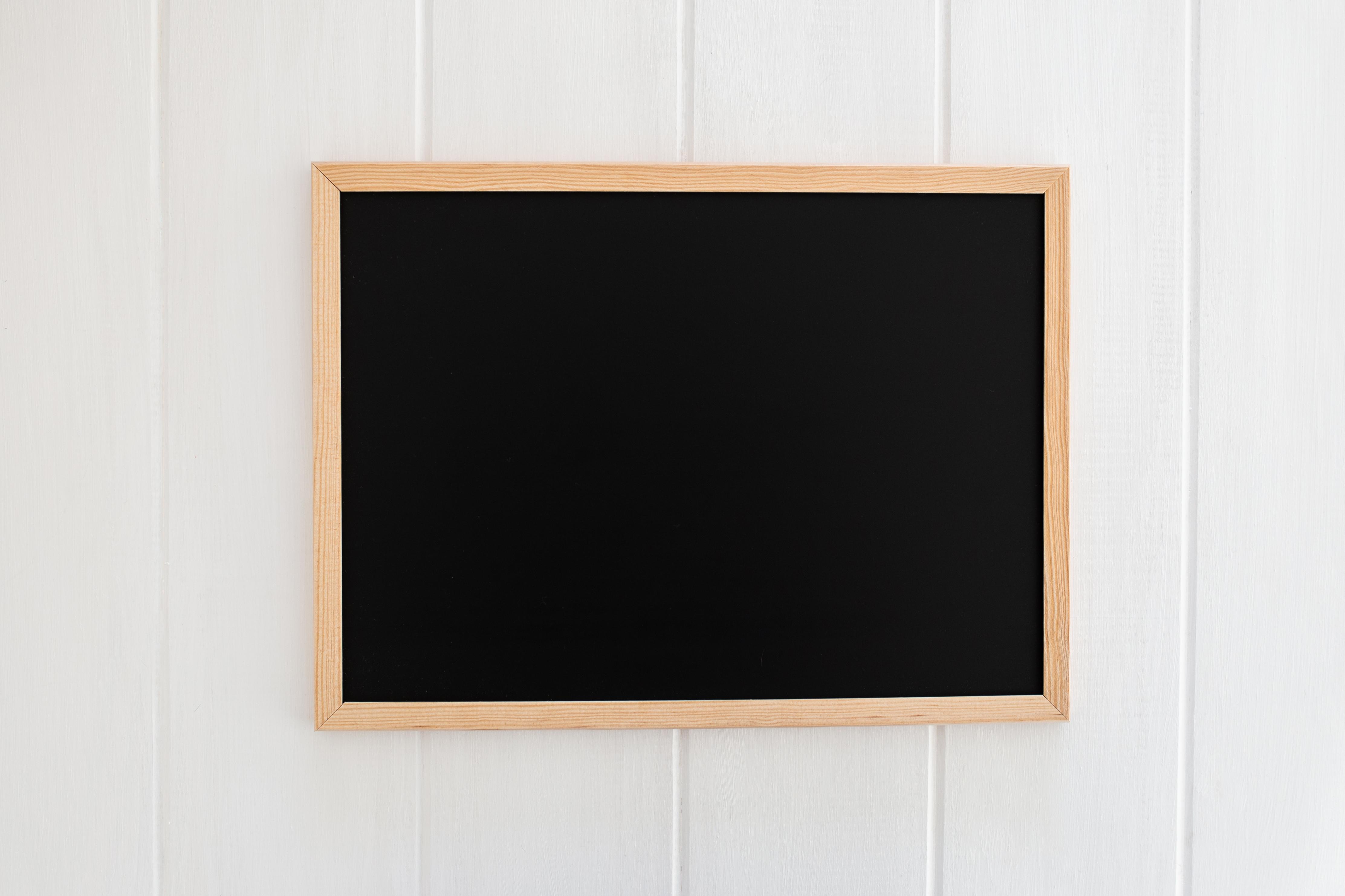 tablica kredowa w ramie ozdobnej