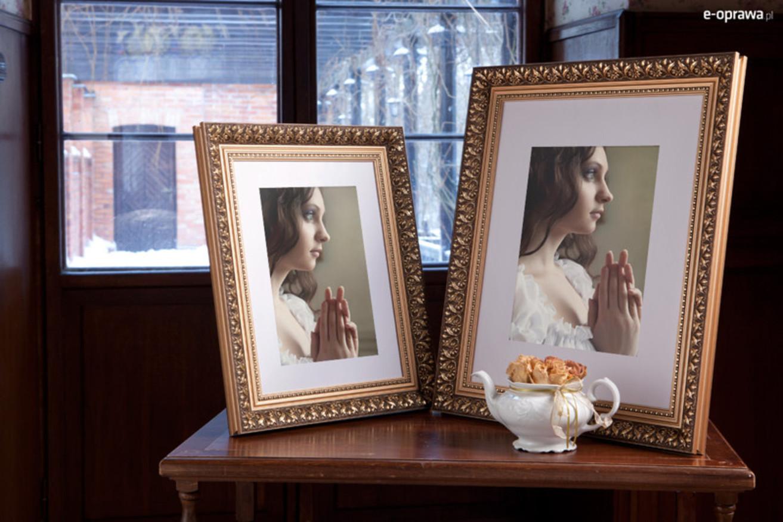 Rama do obrazów i zdjęć złota z drobnokwiecistym ornamentem Layla AA