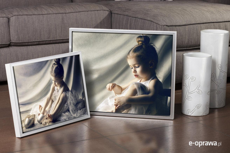 Rama do obrazów i zdjęć mlecznobiała z paskiem srebrnym Leo CB