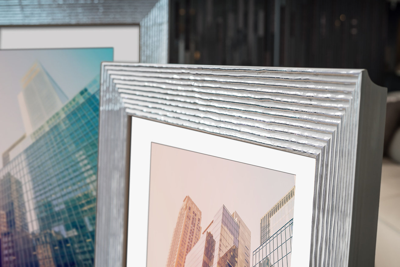Rama do obrazów i zdjęć biało-srebrna paskowana Glos AA