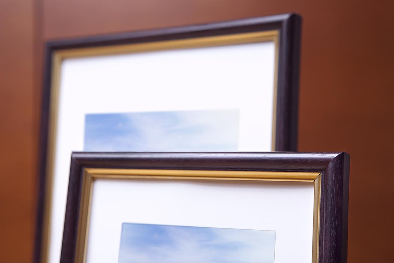 Ramka na zdjęcia i obrazy śliwkowa ze złotym paskiem Wenus AI