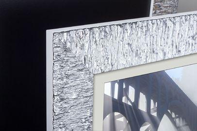 Rama do obrazów i zdjęć biała z refleksami Bella AA